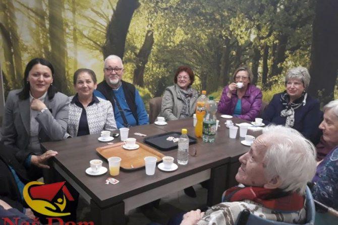 Udruženje/Udruga penzionera/umirovljenika općine Jajce u posjeti sugrađanima u Našem domu