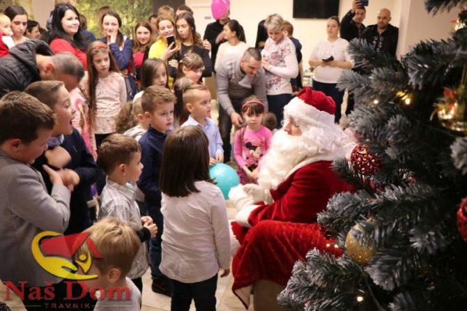 VIDEO/PHOTO: Djed Mraz obradovao najmlađe članove našeg kolektiva