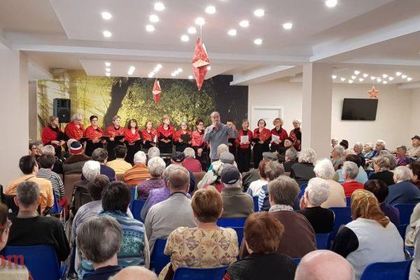 Kod nas uvijek veselo: Članice gradskog hora Travnik i prijatelji u posjeti Našem domu