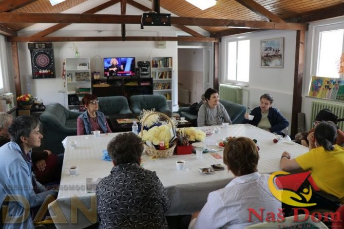 Pripreme za Vaskrs u Našem domu: Farbanje jaja, druženje i zabava (FOTO+VIDEO)