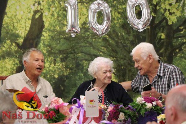Baka Ana u Našem domu dočekala i proslavila stoti rođendan (VIDEO+FOTO)